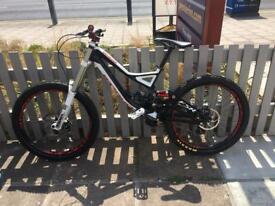 Specialized demo 8 full downhill mountain bike