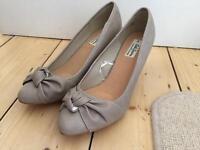 Beige size 9 ladies comfortable shoes low heel