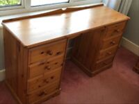 Beautiful wood dressing table. Great condition