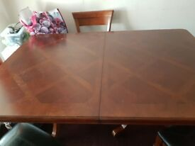Extandable dining table