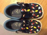 Clarks doodles canvas shoes size 6 1/2 F