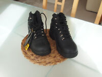 Size 4 work boots with steel toe caps brand new. £15.00