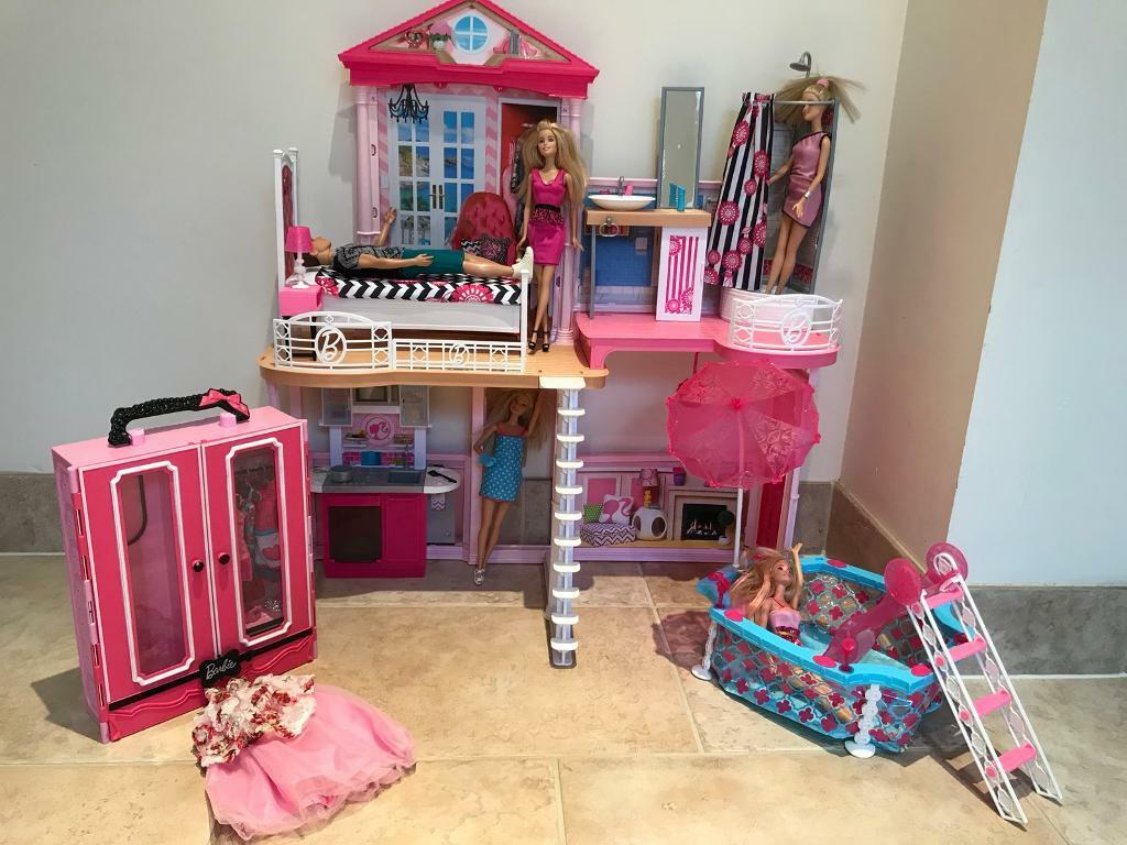 Barbie house with pool, wardrobe, 5 dolls ( 4 barbies, 1 male doll) and extra accessories & clothes