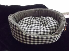 NEW Black checked dog/cat bed, 22""