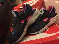 Ladies Nike huarache for sale size 7 but will fit a size 6!