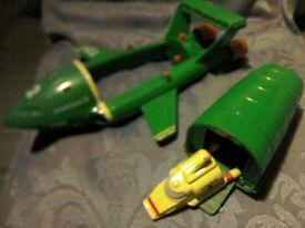 Thunderbird vehicle, Thunderbird 2 and Thunderbird 4