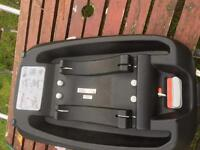 Mother are Roam travel system and isofix base