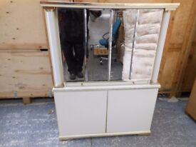 BEAUTIFUL 1970,S MIRRORED 2 PIECE COCKAIL DRINKS CABINET IN EXCELLENT CONDITION. CAN DELIVER