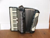 Piano Accordian Hohner Arietta 72 Bass
