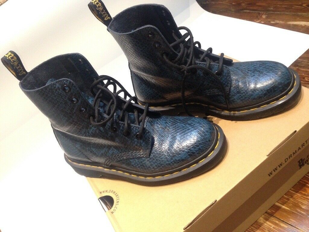 75e6377bfd1e9 Dr Martens Blue Pascal Viper Boots sized 5 snake skin pattern   in ...