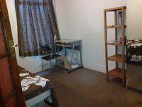 Spacious single room 3 min walk to Upton park station