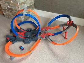 HOT WHEELS MEGALOOP MAYHEM Double Loop Motorised Car Track