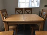 Oak extending dining/kitchen table & 6 chairs