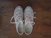 Floral Bumper shoes - Size 6