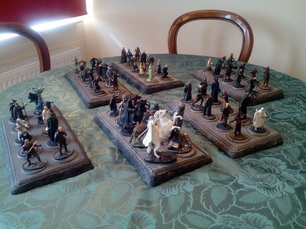 Hobbits. 56 with 6 display bases. Ex. condition., No boxes. No mags.