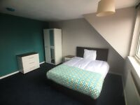 Affordable luxury - 6 bedrooms, shared house facilities incl. kitchen, lounge, 2 bathrooms, parking