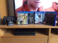 PS4 Slim + 4 Games