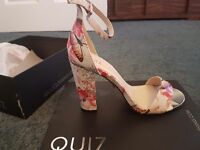 Quiz butterfly block heels size 7