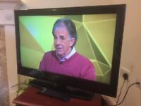 32 INC LCD HD TV WITH BUILT IN FREEVIEW**DELIVERY IS POSSIBLE**