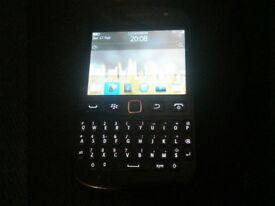 Like New Bargain Unlocked Black BlackBerry Bold 9720 Samoa Touch Screen Phone + Charger