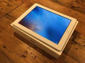 Apple iPad 2 16GB White with Charger and Box