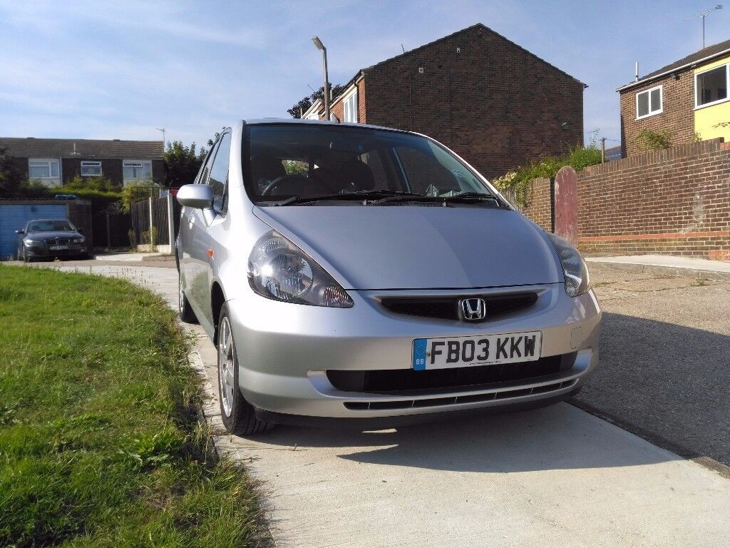 Honda Jazz 2003 ,Long MOT ,Expire On 4 Of the December 2018 .