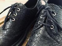 Dr. Martens Tahan 3-eye leather shoe, black snake