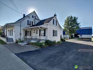 195 000$ - Maison à un étage et demi à vendre à St-Raphael