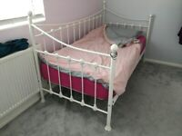 Day bed / Daybed with trundle / Single Beds