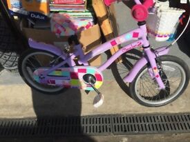 Girls aged 5 to 6 bicycle like new