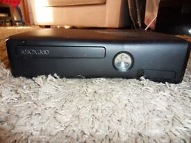 Black Xbox 360 and Kinect accessory