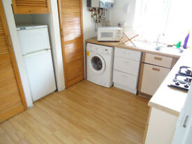Nice double room available now, in clean flat, 7min walk to Station