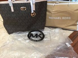 BNWT Michael Kors JetSet Large Zip Tote Handbag RRP £290 From MK Store on 1/7/17, Receipt in Picture