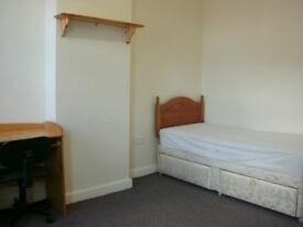 4 furnished rooms£60/£70pw inc bills drewry lane 5 mins town/law uni