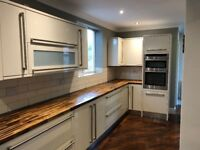 Kitchen & utility room (black/cream high gloss) in excellent condition with integrated dishwasher
