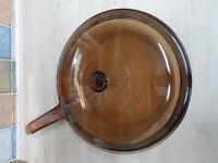 VISION CORNING FRANCE AMBER GLASS 27CM LARGE LIDDED FRYING PAN