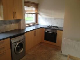 2 Bedroom Unfurnished Flat In Excellent Condition
