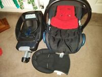 Maxi cosi caribo fit carseat/headhugger/cosytoes/raincovet & 2 x easy fit bases