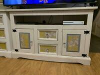 Matching dresser and tv unit £80 for the pair