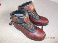 Walk in my footsteps ***** Reebok boots uk 10 ***