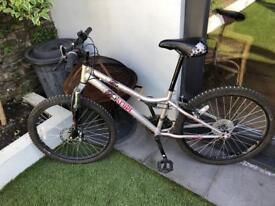"""Apollo Krypt Girls Mountain Bike 24"""""""