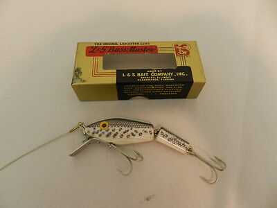 VINTAGE FISHING LURE-  L & S BAIT COMPANY-  BASS MASTER NO. 1525-BASS FISHING