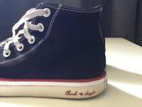 "Black Converse ""Chuck Taylor"" size 5.5"