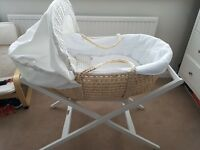 Mamas and papas night time hugs moses basket and white stand