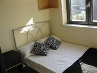 Compact Double Room in modern flat. Near Gunnersbury station.