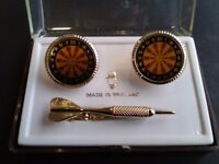 Vintage darts cufflink/tiepin set