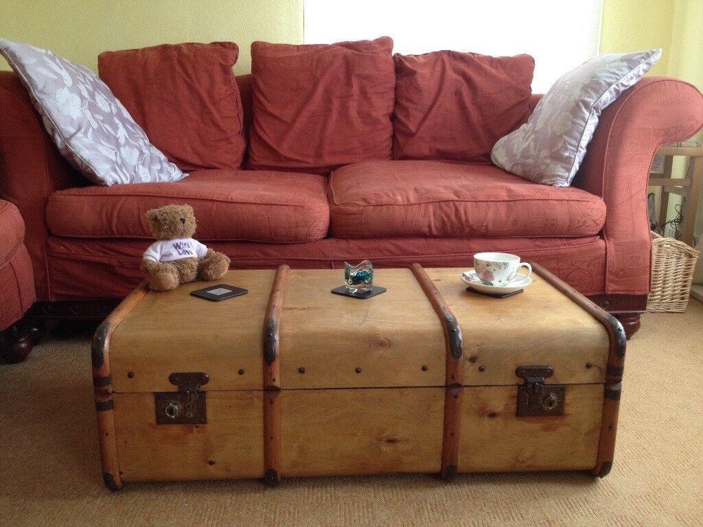 Vintage Steamer/Railway Trunk. Ideal coffee table, storage or display