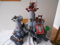PLAYMOBILE KNIGHTS FORTRESS 5996 EXCELLENT CONDITION WOULD MAKE A LOVELY GIFT