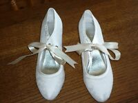 ivory lace wedding shoes size 38 (5). Unused