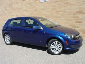 2008 Saturn Astra XE. WOW!! Only 118000 Km! Autmatic! Heated sea